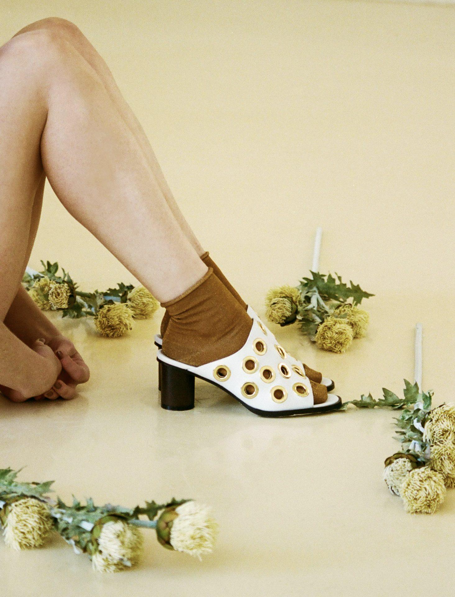 Marca portuguesa de calçado vegan, produz sapatos, sandálias